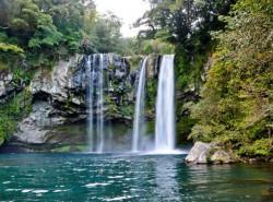 Avia - Cheonjiyeon_Waterfall_(2).jpg
