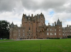 Avia - Glamis_castle2.JPG