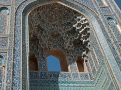 Avia - Jameh_Mosque,_(Friday_Mosque)_Portal,_Yazd,_Iran_(14473889644)1.jpg