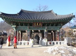 Avia - Shinheungsa_Temple_111.jpg