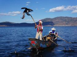 Avia - erhai_lake_boat.jpg