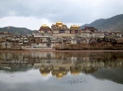 Avia - sumtsenling_monastery_shangrila1.jpg