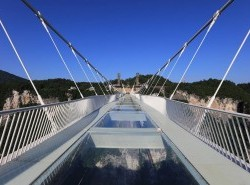 Avia - zhangjiajie_glass_bridge_(1)1.jpg