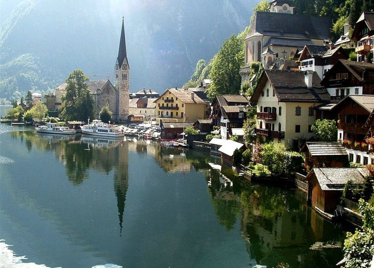 Avia Tour - G'DAY EAST EUROPE + HALLSTATT