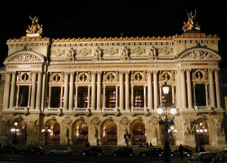 Avia Tour - BEST DEAL AMSTERDAM PARIS + BRUGES & OUTLET